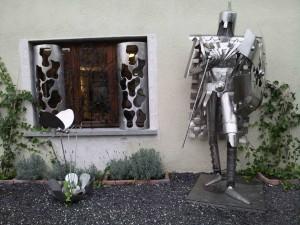 chevalier devant fenetre